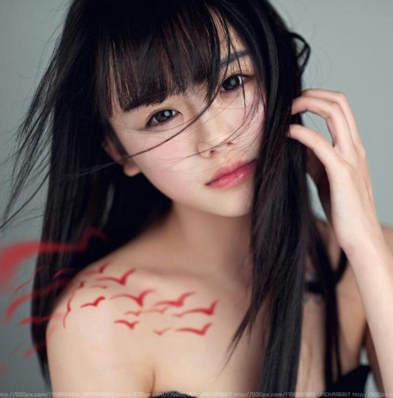 Tờ China Dailly Online từng cho rằng La Tiểu Y là mỹ nữ trên mạng đẹp nhất thập kỉ qua.