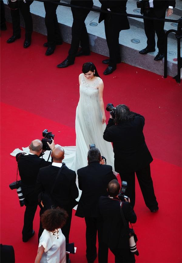 """Lý Nhã Kỳ """"công phá"""" thảm đỏ ngày cuối tham dự LHP Cannes 2016"""
