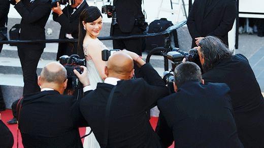 Lý Nhã Kỳ vinh dự được xướng tên trên thảm đỏ Cannes