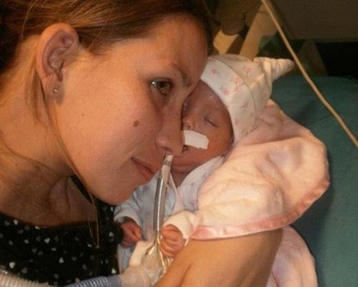 Chị Anilia và bé Milagros (Ảnh: Internet)