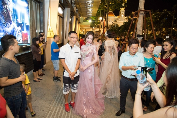 Sự xuất hiện của Elly Trần thu hút sự quan tâm của đông đảo khán giả. - Tin sao Viet - Tin tuc sao Viet - Scandal sao Viet - Tin tuc cua Sao - Tin cua Sao