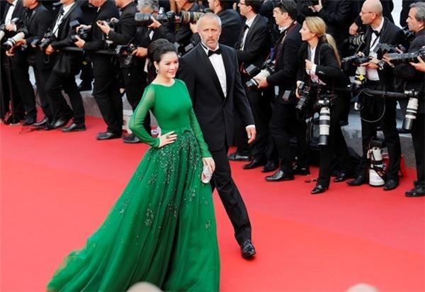 Là khách mời của BTC LHP Cannes năm nay, cựu đại sứ du lịch Việt Nam - Lý Nhã Kỳ nhận được nhiều sự chú ý từ báo giới quốc tế khi xuất hiện trên thảm đỏ. Ảnh: Lê Viễn Thiện.