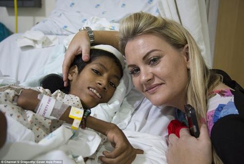 Mahendra đang nằm trong viện điều trị