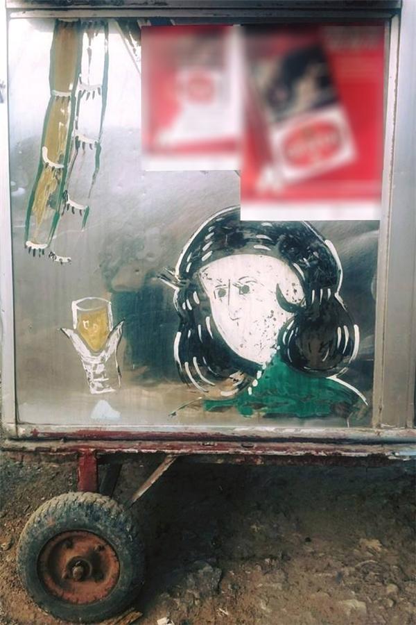 """""""Cô Mía"""" này có dáng vẻ của một quý cô sành rượu hơn là sành nước mía. (Ảnh: Internet)"""