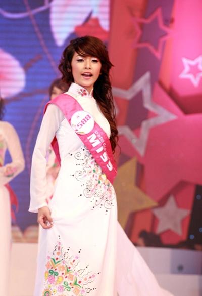 Chi Pu 7 năm trước trong đêm chung kết Miss Teen 2009 có nét ngây thơ, e dè của thiếu nữ. - Tin sao Viet - Tin tuc sao Viet - Scandal sao Viet - Tin tuc cua Sao - Tin cua Sao