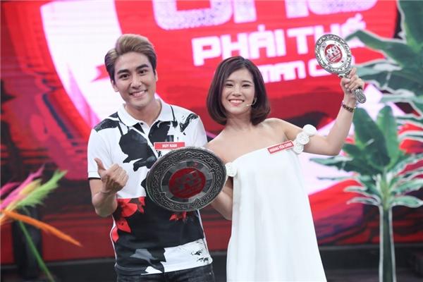 Sau hai phút thi đấu, Huy Nam đã chiến thắng Andree với tỉ số 6-5 và giành lấy danh hiệu Đàn ông phải thế. - Tin sao Viet - Tin tuc sao Viet - Scandal sao Viet - Tin tuc cua Sao - Tin cua Sao