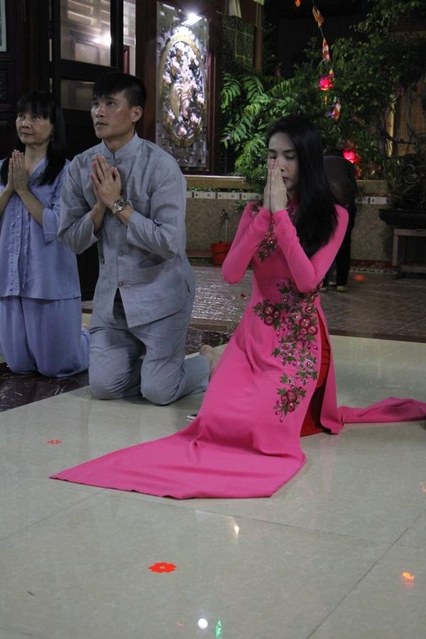 Ngoài việc đi chùa, nhân mùa lễ lớn khi được lời mời về chùa trình diễn phục vụ cho bà con hay tham gia các chương trình thiện nguyện thì ThủyTiên đều không ngần ngạisắp xếp tham gia. - Tin sao Viet - Tin tuc sao Viet - Scandal sao Viet - Tin tuc cua Sao - Tin cua Sao