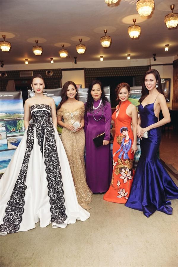 Chương trình còn có sự góp mặt của hai nữ diễn viên Thanh Thúy và Vũ Ngọc Anh. - Tin sao Viet - Tin tuc sao Viet - Scandal sao Viet - Tin tuc cua Sao - Tin cua Sao