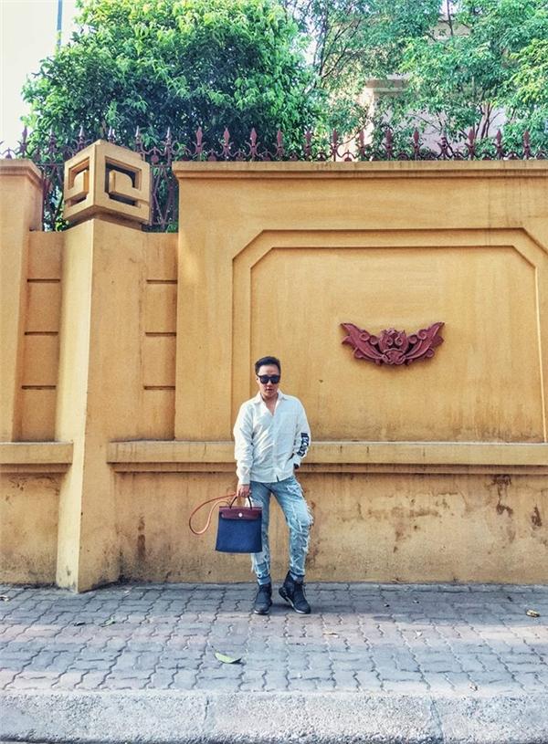 Trung Quân Idol khoe street style năng động trên phố cổ Hà Nội. - Tin sao Viet - Tin tuc sao Viet - Scandal sao Viet - Tin tuc cua Sao - Tin cua Sao