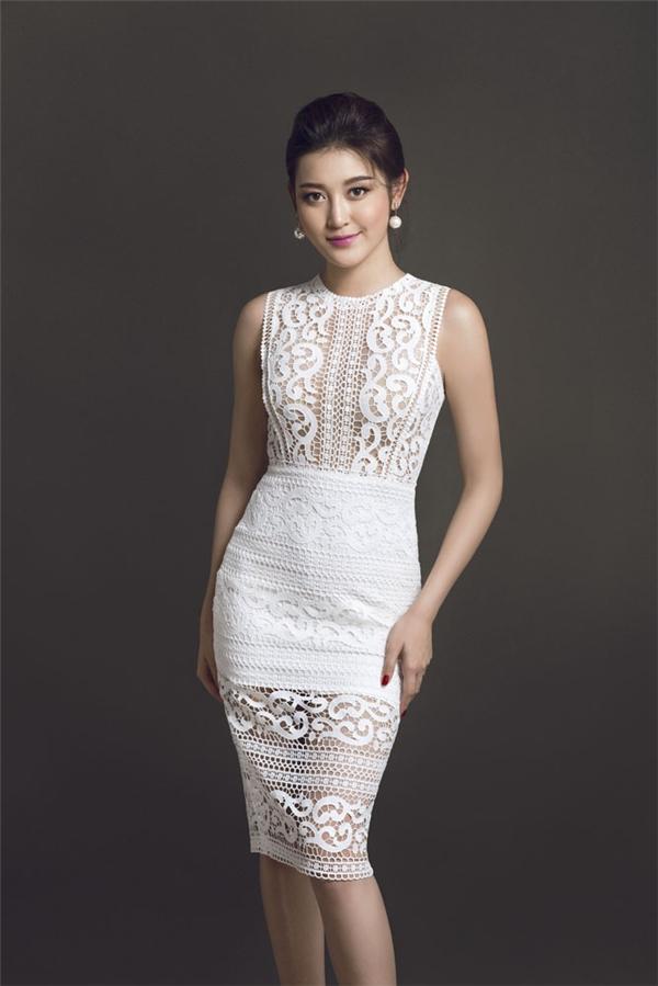 Với những cô nàng ưa chuộng sự gợi cảm, chiếc váy hở bạo ở phần thân trên này sẽ là một gợi ý tuyệt vời.