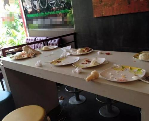 Cảnh tượng kinh hoàng của dân chơikhi đi ăn nhà hàng ở Hà Nội
