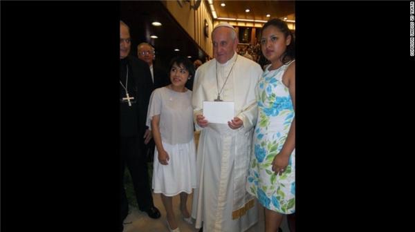 Zunduri từng kể lại câu chuyện của mình với Thị trưởng Bill de Blasio ở New York và đến gặp Đức thánh Cha Francis ở Vatican hồi tháng 7 năm ngoái.