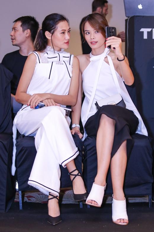 Pông Chuẩn, Trần Hiền tình tứ đi xem show thời trang