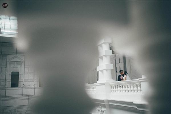 """Trước đó, cặp đôi quyết định đi du lịch kết hợp chụp ảnh cưới và họ đã chọn Singapore là nơi lưu giữ những khoảnh khắc đặc biệt này của đời mình. """"Lúc chụp ảnh 2 đứa nhìn nhau, chưa bao giờ 2 đứa lại nhìn lâu và sâu như vậy, mình cảm thấy hơi bối rối và 'đứng hình' trong chốc lát, có lẽ đó là cảm giác hạnh phúc khi biết 2 đứa sắp về chung một nhà"""", chàng Thanh Sơn tâm sự."""