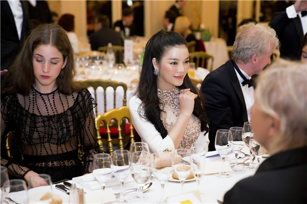Lý Nhã Kỳ được khen ngợi hết lời tại tiệc VIP của Cannes 2016
