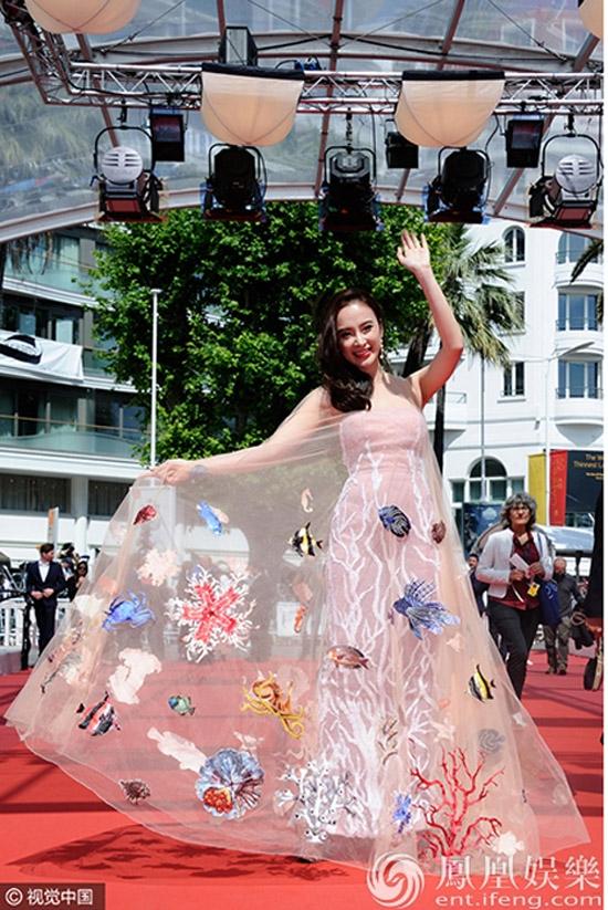 Phương Trinh xuất hiện trên Instagram của nhãn thời trang danh tiếng