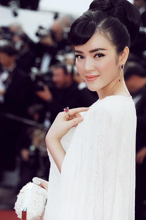Tại khai mạc Liên hoan phim Cannes lần này, Lý Nhã Kỳ thu hút mắt nhìn với vẻ đẹp quý phái và lộng lẫy. - Tin sao Viet - Tin tuc sao Viet - Scandal sao Viet - Tin tuc cua Sao - Tin cua Sao