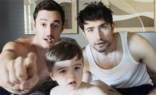 Gia đình nhỏ đáng yêu của Blue và Matt.(Ảnh: Internet)