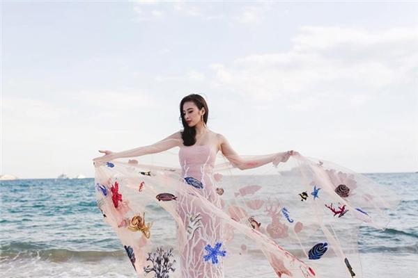 Angela Phương Trinh nói gì về việc lên hình cùng dàn mẫu danh tiếng?