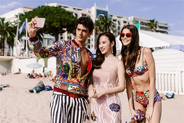 Khi được nhiếp ảnh gia Huy Phạm (người thực hiện bộ ảnh cho Phương Trinh trên bờ biển Cannes) giới thiệu Angela Phương Trinh là nữ diễn viên Việt Nam đến tham dự thảm đỏ Cannes 2016, toàn bộ người mẫu của thương hiệu nàyđều tỏ ra bất ngờ xen lẫn thích thú. Họ khen ngợi nhiều về vẻ đẹp của nữ diễn viên cũng như phụ nữ Việt Nam.