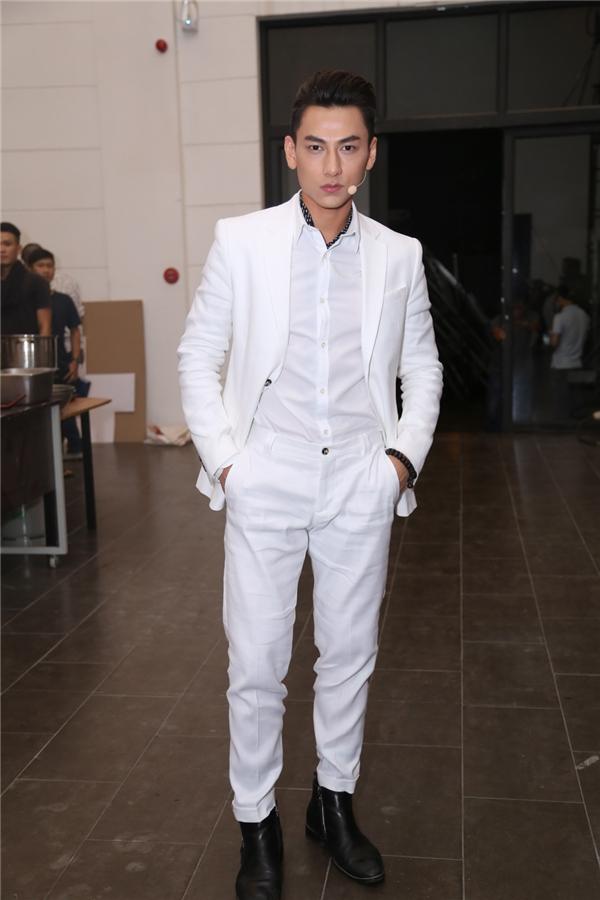 Isaac lịch lãm trong bộ vest trắng - Tin sao Viet - Tin tuc sao Viet - Scandal sao Viet - Tin tuc cua Sao - Tin cua Sao