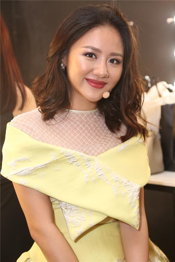 Văn Mai Hương xinh đẹp trong chiếc váy vàng rực rỡ - Tin sao Viet - Tin tuc sao Viet - Scandal sao Viet - Tin tuc cua Sao - Tin cua Sao