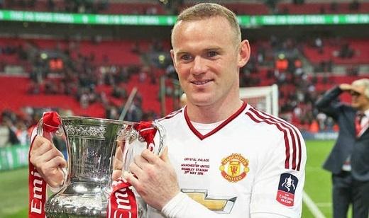 Rooney và chiếc Cúp mơ ước.