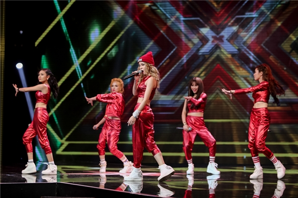 """Cuối cùng, nhóm SGirl gồm 5 cô gái xinh đẹp, hát hay và nhảy chuyên nghiệp đã """"đốt cháy"""" khán phòng với Up to you. Đây là nhóm nhạc được kì vọng sẽ """"làm nên chuyện"""" trong mùa giải năm nay. - Tin sao Viet - Tin tuc sao Viet - Scandal sao Viet - Tin tuc cua Sao - Tin cua Sao"""