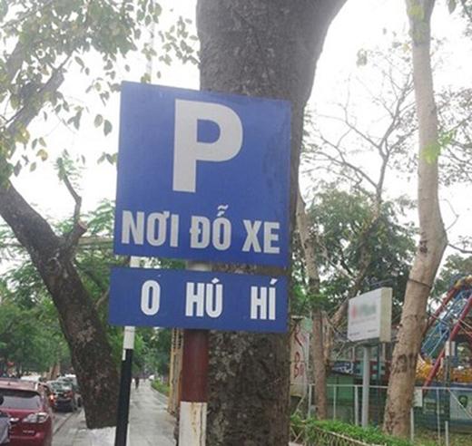 """Một người có tâm nào đó đã nhắc nhở các cặp đôi rằng đây là""""Nơi đỗ xe không hú hí""""."""