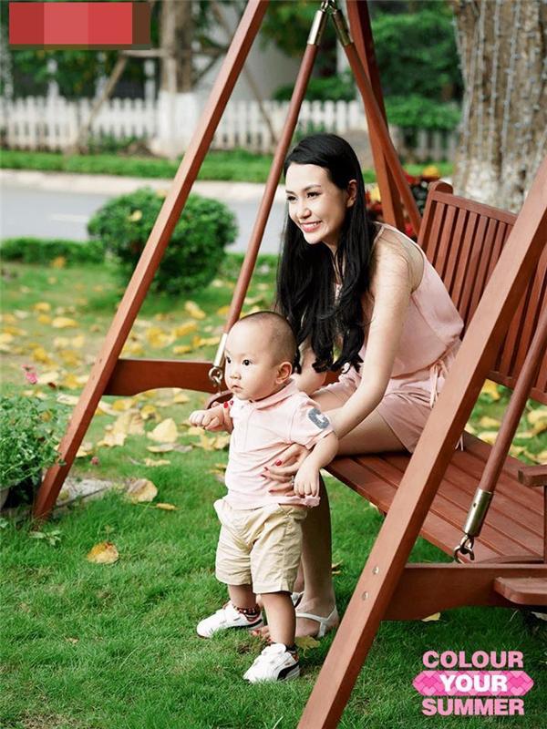 Nam ca sĩ thường xuyên đăng tảihình ảnh vợ và con trai Su Hàotrên trang cá nhân như một cách anh chia sẻ hạnh phúc cùng khán giả. - Tin sao Viet - Tin tuc sao Viet - Scandal sao Viet - Tin tuc cua Sao - Tin cua Sao