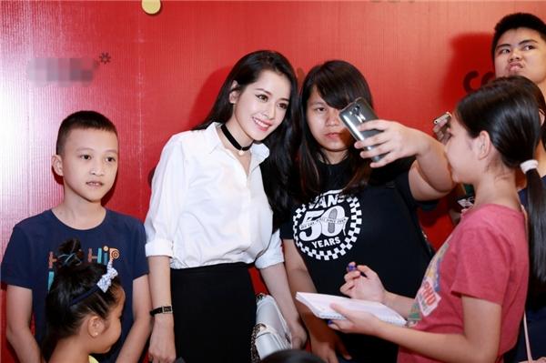 Chi Pu tự phối đồ cực quyến rũ giao lưu cùng fan - Tin sao Viet - Tin tuc sao Viet - Scandal sao Viet - Tin tuc cua Sao - Tin cua Sao
