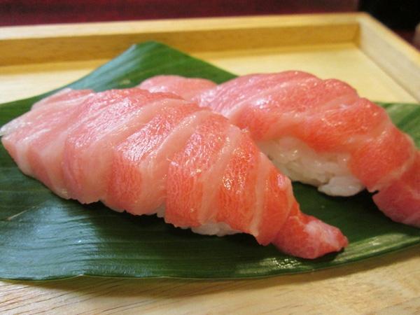 Những miếng sushi cá ngừ đắt đỏ là biết bao nhiêu cá ngừ đại dương bị giết hại.