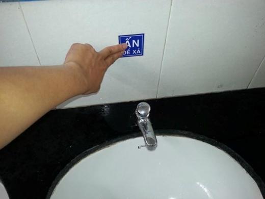 Ơ, sao bấm hoài mà nước không chảy ra nhỉ? (Ảnh: Internet)