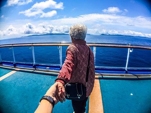 """Những tấm ảnh mang phong cách """"Nắm tay bà đi khắp thế gian"""" của Vương Hựu Thắng."""