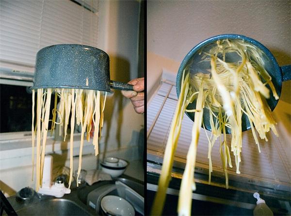 Có lẽ người phát minh ra keo con voi đã từng lăn lộnkiếm sống bằng nghề nấu bếp.
