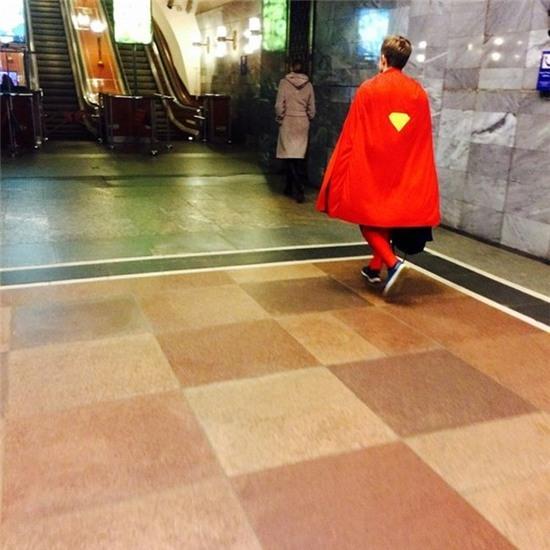 """""""Bản nhái"""" của Siêu Nhân đang trên đường đi cứu thế giới chăng?"""