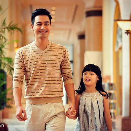 Hiện cô bé đang theo học tại một trường tiểu học ở Hà Nội. - Tin sao Viet - Tin tuc sao Viet - Scandal sao Viet - Tin tuc cua Sao - Tin cua Sao