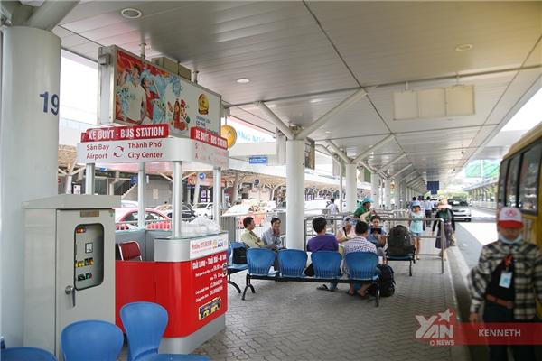 Khu vực đón xe rất dễ tìm, tại trạm có ghế chờrất tiện lợidành cho hành khách.