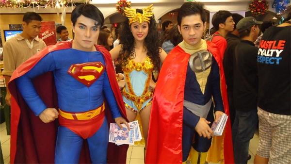 Ít nhất mỗi tuần một lần, Herbert sẽ diện đồ Superman và tham gia các sự kiện cosplay cùng bạn bè mình.