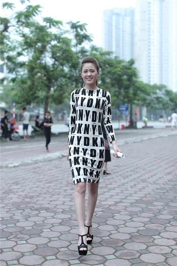 Trần Thị Quý - một người mẫu tự do nhưng chưa có nhiều kinh nghiệm trong việc chụp ảnh thời trang.