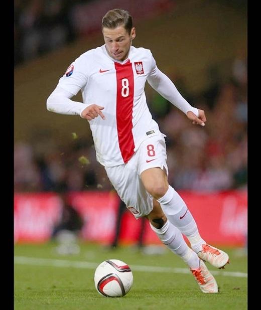 Tiền vệ: Grzegorz Krychowiak. Khả năng phòng ngự và tài chỉ huy sẽ giúp Mourinho yên tâm về khâu đánh chặn. Ảnh: Internet.