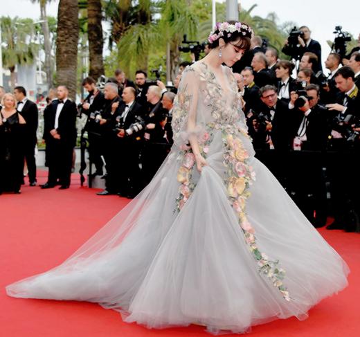 Muôn chuyện thảm đỏ Cannes: Người có tài được vinh danh, kẻ mua hào nhoáng bằng tiền tỉ