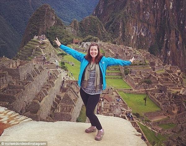 Khăn gói quả mướp và lên đường di đu lịch khắp nơi trên thế giới là cách Katy tự dỗ mình vượt qua giông tố.