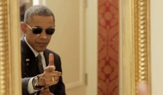 Một số hình ảnh được lấy từ video đăng tải ngày 12/2/2015 của ông Obama với những hình ảnh hóm hỉnh lè lưỡi khi soi gương hay trông ông Obama rất ngầu khi đeo kính đen.