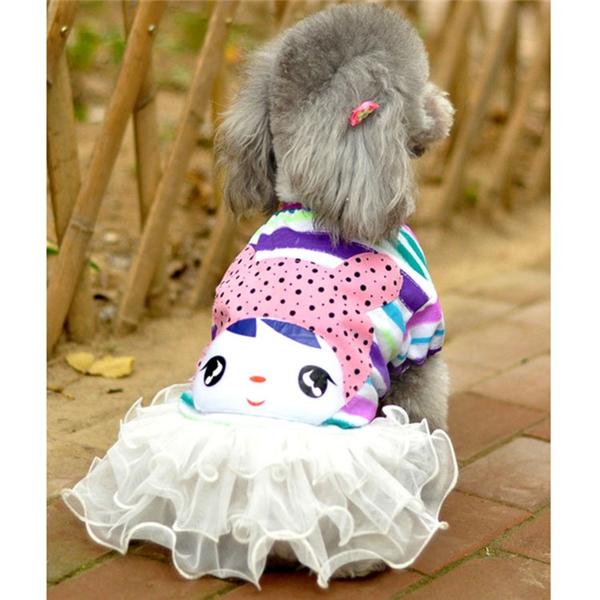 Ngoài trang phục lộng lẫy, sang trọng, các em cún mặc đầm hằng ngày cũng rất xinh đấy nhé.