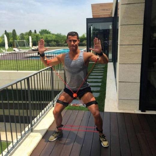 Ronaldo hồi phục với thiết bị lạ lẫm