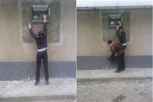 10. Một xã hội định kiến với người lùn, chúng tôi nhất quyết sẽ tẩy chay cái ngân hàng nào đã cư xử như thế này.
