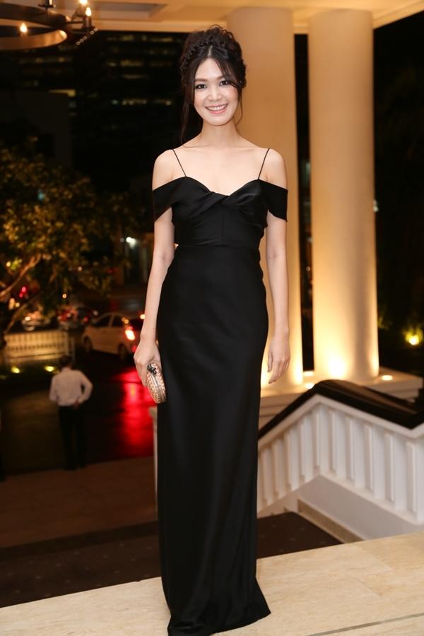 Hoa hậu Việt Nam 2008Thùy Dung diện đầm hai dây tinh tế và sang trọng. - Tin sao Viet - Tin tuc sao Viet - Scandal sao Viet - Tin tuc cua Sao - Tin cua Sao