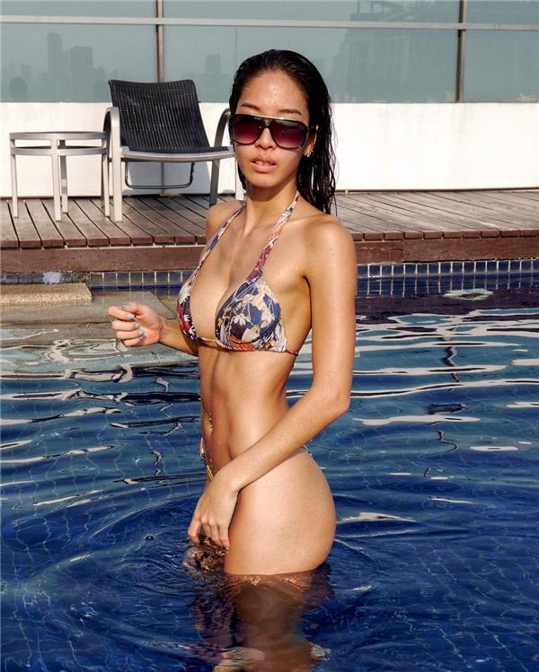 Alita Pear trông khá giống Quán quân VNTM 2012 - Hoàng Thùy.