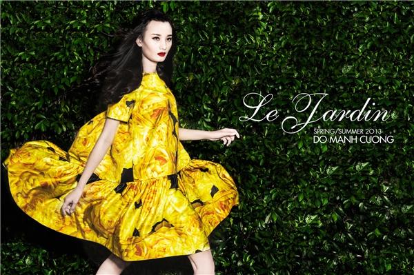 """Mùa hè 2013, Đỗ Mạnh Cường tái hiện lại những cánh hoa đầy màu sắc trong bộ sưu tập """"Khu vườn yên tĩnh""""."""